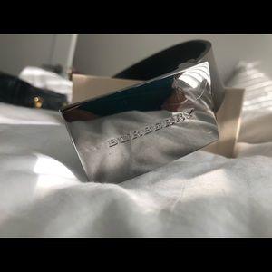 Burberry chocolate leather belt